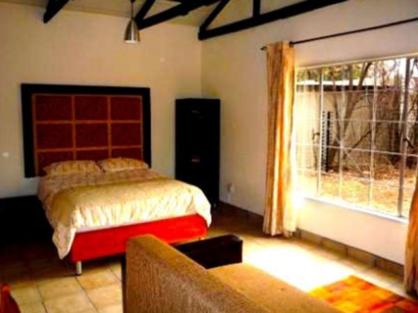 Willow-Express-Bush-Lodge-Bedroom