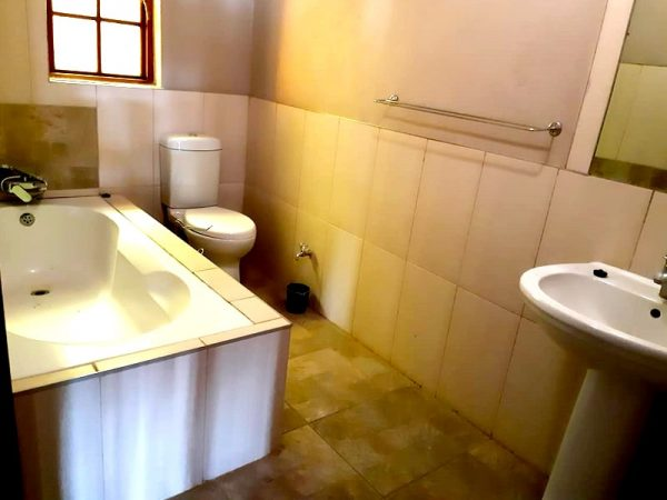 Willow-Express-Farmhouse-bathroom-03