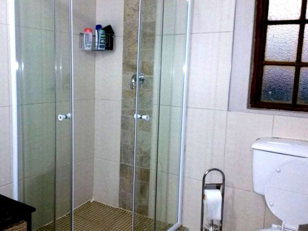 Willow-Express-Farmhouse-bathroom