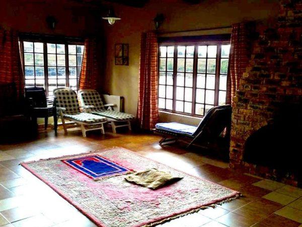 Willow-Express-Farmhouse-lounge